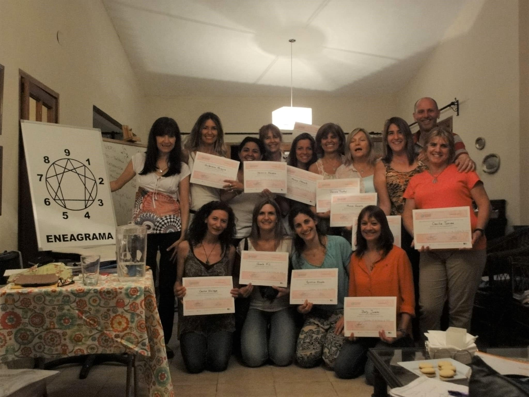 Maestras con el diploma del Curso de Eneagrama