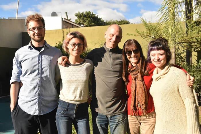 Eneaunydos es un equipo formado por una familia: Nehuen (programación) Ana (comunicación) Orlando y Laura (eneagrama) y Andrea (diseño gráfico)